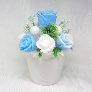 Illatos kék - fehér szappanvirág csokor kicsi sziv mintás kaspóban, Csokor & Virágdísz, Dekoráció, Otthon & Lakás, Virágkötés, Szappankészítés, Orgona -eukaliptusz illatú. \nMindegyik csokor egyedi tervezésű és kézzel készített.\nElegáns szappanv..., Meska
