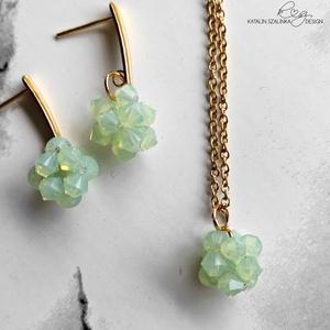 Swarovski opál zöld és arany gyöngy ékszerszett, szett, nyaklánc, fülbevaló, nemesacél, Ékszer, Ékszerszett, Ékszerkészítés, Gyöngyfűzés, gyöngyhímzés, Meska