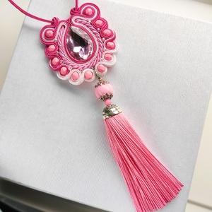 Rózsaszín fehér bojtos sujtás nyaklánc, medál, sujtás egyedi ékszer, antiallergén, bőrbarát sújtás - Meska.hu
