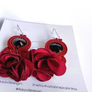 Nora virágbojtos bordó sujtás fülbevaló, antiallergén nemesacél akasztóval - ékszer - fülbevaló - lógó fülbevaló - Meska.hu