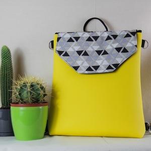 Vidám citromsárga tavaszköszöntő 2in1 hátitáska, Táska & Tok, Variálható táska, Varrás, Citromsárga színű textilbőrből és háromszög mintás vászonból készült hátitáska. Ha a pántokat átfűzö..., Meska