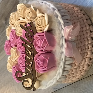 Rózsa box átgondolva, Otthon & lakás, Dekoráció, Dísz, Horgolás, Papírművészet, Egyedi rózsa box átgondolva.Fa alap van körbe horgolva pólófonalból , fa tetővel amin örök habrózsák..., Meska