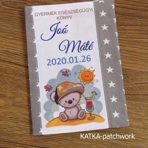 Gyermek egészségügyi könyv borító, Gyerek & játék, Baba-mama kellék, Varrás, Gyermek egészségügyi könyv borító.\n\nMegóvja a könyv borító lapját a koszolódástól, gyűrődéstől.\n\nAra..., Meska