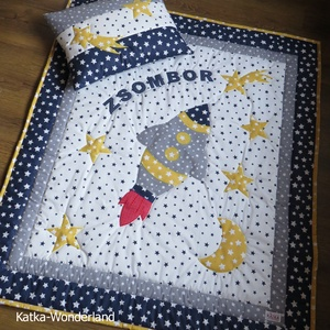 Patchwork takaró szett- Rakéta, Otthon & Lakás, Lakástextil, Ágynemű, Varrás, A 2 részes takaró szett (ovis takaró, kis párna, ) patchwork technikával készült.\n\n\nA takaró mérete:..., Meska