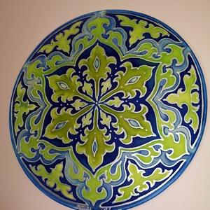 Arabeszk mandala ablakkép, Otthon & lakás, Lakberendezés, Falikép, Selyemfestés, Arabeszk mintavilágával készített mandala festve selyem ablakképre, speciális selyemfestékkel.\n\nÁtmé..., Meska