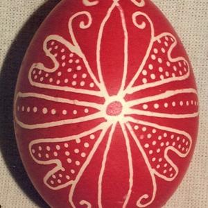 Hagyományos mintával írott tojás, Otthon & lakás, Dekoráció, Ünnepi dekoráció, Húsvéti díszek, Egy színre festett hagyományos (erdélyi és baranyai) mintával díszített tyúktojás. Piros-nyers, kék-..., Meska
