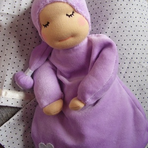 Alvómanó (nagyobb), Manó, Plüssállat & Játékfigura, Játék & Gyerek, Baba-és bábkészítés, Varrás, A baba, a waldorf babák mintájára készül természetes anyagokból. \nTöltete gyapjú, ruhája plüss, vagy..., Meska