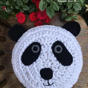 Horgolt Pandapárna, Gyerek & játék, Baba-mama kellék, Gyerekszoba, Horgolás, Varrás, Panda Panda Panda!!\nA macipárnák után elkészült az első pandapárna!\nAbszolút egyedi, kitűnő választá..., Meska