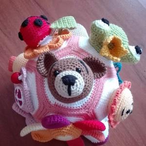 Csörgő-zörgő babalabda amigurumi , Babalabda, 3 éves kor alattiaknak, Játék & Gyerek, Horgolás, Rengeteg munkával és sok szeretettel készítettem ezt a horgolt baba labdát. A virág nyomásra sípol, ..., Meska