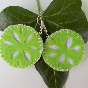 Zöld citrom filc fülbevaló, Ékszer, Fülbevaló, Ékszerkészítés, Varrás, Zöld és fehér filcből készült fülbevaló, zöld citromra emlékeztető mintával.\n\nÁtmérője 4 cm\nHossza 6..., Meska