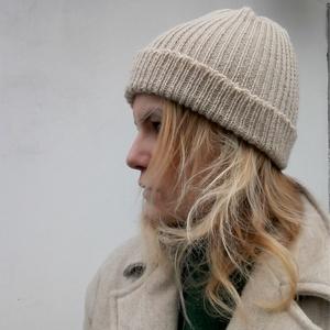 Vajszín kötött sapka, Ruha & Divat, Sál, Sapka, Kendő, Sapka, Kötés, Ez a sapka puha meleg viselet a hidegebb napokon, könnyen tágul minden fejméretre jó lehet.\nIdeális ..., Meska