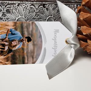 Esküvői ültetőkártya saját fotótokkal, Esküvő, Esküvői dekoráció, Meghívó, ültetőkártya, köszönőajándék, Fotó, grafika, rajz, illusztráció, Papírművészet, Szép, letisztult ültetőkártya a saját fotótokkal.\n\nMérete 9x5 cm, kreatív kartonra nyomtatva. Arany/..., Meska
