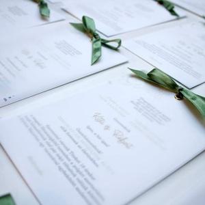 Esküvői meghívó, Esküvő, Esküvői dekoráció, Meghívó, ültetőkártya, köszönőajándék, Fotó, grafika, rajz, illusztráció, Papírművészet, Egy szép, kifinomult és könnyed meghívó az arany és a pisztáciazöld jegyében. :)\n\nMérete 10,5x14,8  ..., Meska