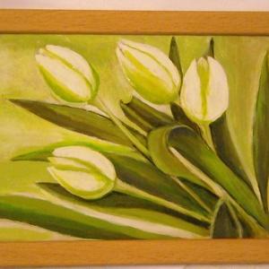 A tavasz diszkrét bája. Festmény, Kép & Falikép, Dekoráció, Otthon & Lakás, Festészet, 24 x 17 cm-es natúr színű képkeretbe, fehér tulipánokat festettem.\nA tulipánok átlósan lógnak bele a..., Meska