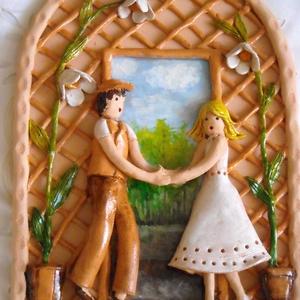 Elköteleződés, Otthon & lakás, Dekoráció, Kép, Ünnepi dekoráció, Szerelmeseknek, Kerámia, Festett tárgyak, Kerámia domborművet készítettem, melyet egy, az élet közös útján elinduló fiataloknak szánok.A képen..., Meska
