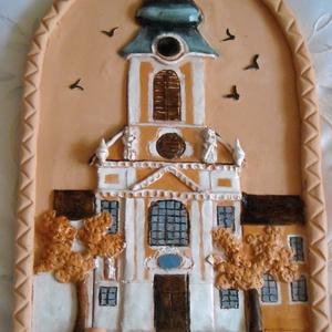 Barokk templomunk, Otthon & lakás, Dekoráció, Kép, Lakberendezés, Falikép, Kerámia, Festett tárgyak, 30 x 20 cm-es, felül ívelt, álló, téglalap alakú kerámia képen a barokk templomunkat örökítettem meg..., Meska