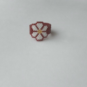 Virág gyűrű, Ékszer, Gyűrű, Ékszerkészítés, Gyöngyfűzés, gyöngyhímzés, Vidám, tavaszias hangulatú gyűrű.\nFelhasznált alapanyagok: delica, damil.\nGyűrű átmérője: 2 cm..., Meska