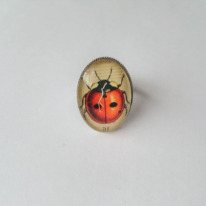 katica gyűrű, Üveglencsés gyűrű, Gyűrű, Ékszer, Ékszerkészítés, \nFelhasznált alapanyagok: fém gyűrű alap, üveglencse, papír kép, ragasztó.\nMéret: 2,5 x 1,8 cm\nÁllít..., Meska