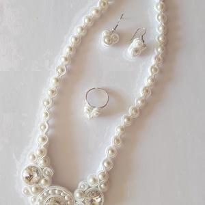 Esküvői sujtás szett, Ékszer, Esküvő, Esküvői ékszer, Ékszerszett, Gyöngyfűzés, gyöngyhímzés, Ékszerkészítés, Ez a szett tökéletes kiegészítője lehet esküvői ruhádnak.\nSujtás technikával készítettem.\n\nFülbevaló..., Meska