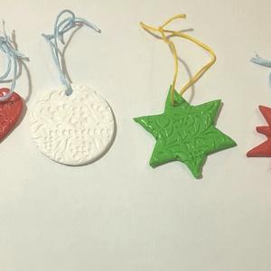 Karácsonyfadísz készlet, Otthon & Lakás, Karácsony & Mikulás, Karácsonyfadísz, Gyurma, Süthető gyurmából készült díszek.\nFelhasznált alapanyagok: Fimo gyurma, lakk, madzag.\n4-5 cm-esek..., Meska