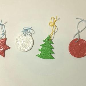 Karácsonyfadíszek, Otthon & Lakás, Karácsony & Mikulás, Karácsonyfadísz, Gyurma, Süthető gyurmából készült díszek.\nFelhasznált alapanyagok: Fimo gyurma, lakk, madzag.\n4-5 cm-esek..., Meska