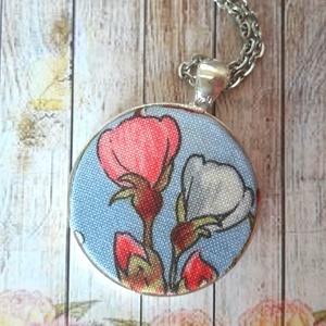 Virágos tavasz nyaklánc, Medálos nyaklánc, Nyaklánc, Ékszer, Ékszerkészítés, Antik ezüst 30 mm alapban virágos textillel bevong falencse. Az ár a medálra vonatkozik. Az alap lán..., Meska