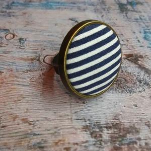 Matróz csíkos textilgomb gyűrű, Ékszer, Gyűrű, Kerek gyűrű, Ékszerkészítés, 25 mm antik bronz állítható méretű nikkelmentes kék csíkos textilgomb gyűrű\n, Meska