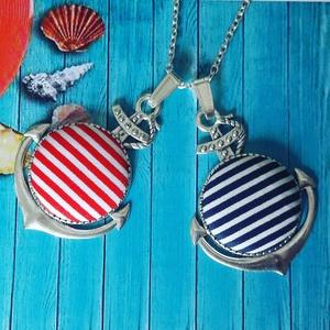 Csíkos matróz - textilgomb nyaklánc, Ékszer, Medál, Nyaklánc, Ékszerkészítés, 25mm textilgomb kék vagy piros csíkos díszes antik ezüst horgony medálban. Lánc hossza 65 cm, más mé..., Meska