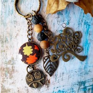 Őszi kulcstartó, Otthon & Lakás, Papír írószer, Könyvjelző, Ékszerkészítés, Őszi hangulatú kulcstartó, fa alakú medállal, fa és lávkő gyöngyökkel, baglyos charm-al és 20 mm lev..., Meska