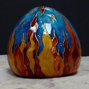 Sárkánytojás, papírnehezék, levélnehezék, festett kerámia tojás, Kerámia, Szobor, Művészet, Kerámia, Tűzsárkány tojása. Kicsit masszívabb, szélesebb aljú darab, amolyan robosztus, mint a tűzsárkányok á..., Meska