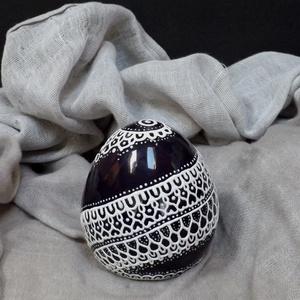 Sárkánytojás, papírnehezék, levélnehezék, festett kerámia tojás, Művészet, Kerámia, Szobor, Mélylila, majdnem feketének látszó tojás, eredete ismeretlen. A körbefutó csipkedíszítés valószínűle..., Meska