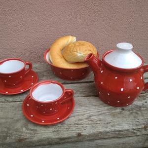 Páros reggeliző szett, pöttyös reggeliző készlet két személyre, Konyhafelszerelés, Otthon & lakás, Bögre, csésze, Lakberendezés, Szerelmeseknek, Ünnepi dekoráció, Dekoráció, Kerámia, Piros-fehér pöttyös reggeliző készlet.\nA készlet tartalma:\n-2 db csésze alátéttel (mokkás méret, kb...., Meska