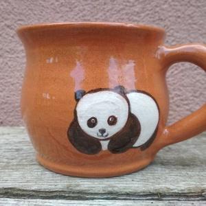 Pandás bögre, Konyhafelszerelés, Otthon & lakás, Bögre, csésze, Kerámia, Korongolt pocakos bögre kézzel festett pandával.\nCuki. :)\nMikrohullámú készülékben, mosogatógépben h..., Meska