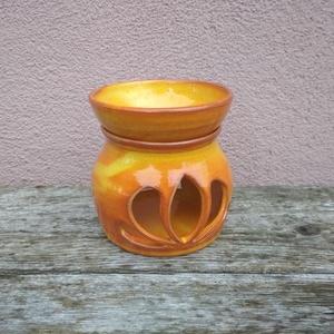 Lótusz mintás illatmécses, aromalámpa, Otthon & lakás, Dekoráció, Lakberendezés, Gyertya, mécses, gyertyatartó, Lámpa, Kerámia, Lótusz mintás illatmécses, különleges narancsos effektmázzal. A máz színe a lángokat idézi. :)\nKézze..., Meska