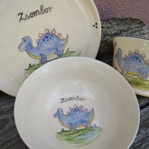 Dinoszauruszos gyerek étkészlet, 3 darabos szett, Otthon & Lakás, Konyhafelszerelés, Tányér & Étkészlet, Egyedi rendelés alapján gyerek étkészlet, három darabos: egy mély tányérkából,egy lapostányérból és ..., Meska