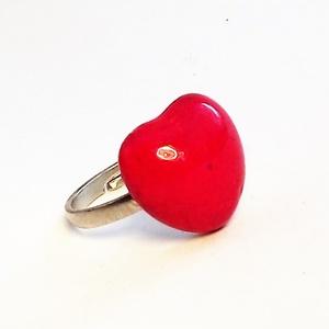 """Piros szív kerámia gyűrű, Ékszer, Gyűrű, Esküvő, Esküvői ékszer, Ékszerkészítés, Kerámia, Szép piros színű szív formájú kerámia gyűrű. A helyenként apró \""""kráteres\"""" felület az egyedileg kever..., Meska"""