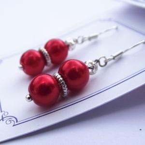 Piros TeklArt fülbevaló, Ékszer, Fülbevaló, Esküvő, Esküvői ékszer, Ékszerkészítés, Gyöngyfűzés, gyöngyhímzés, A kevesebb néha több! \nEgyszerű piros teklagyöngyös fülbevaló.\nFülbevaló teljes hossza: 4 cm\n\nCelofá..., Meska