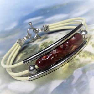 Háromsoros bőr karkötő vörös-barna mintás kerámiadísszel , Ékszer, Karkötő, Széles karkötő, Végtelenül egyszerű, mégis  elegáns karkötő dísze, vöröses-barna mázas, mintás, vörös agyagból kézze..., Meska
