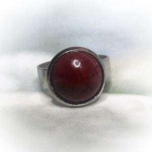 Bordó kerámiadíszes nemesacél gyűrű 1,2 - Ajándék lányoknak nőknek névnapra születésnapra, Ékszer, Szoliter gyűrű, Gyűrű, Állítható méretű nemesacél gyűrűalapra ragasztottam ezt a saját kezűleg készített kerámiadíszt. A bo..., Meska