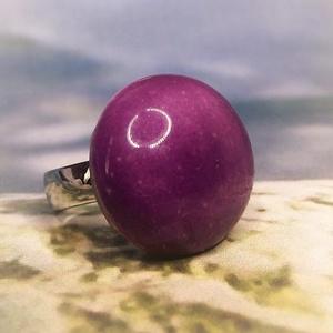 Orgonalila nagy kerámia gyűrű , Ékszer, Gyűrű, Szoliter gyűrű, A saját készítésű, csillogó orgona-lila mázas kerámia gyűrű csipetnyi bordós árnyalattal, állítható ..., Meska