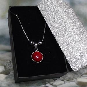 Nemesacél kígyónyaklánc piros kerámia medállal elegáns díszdobozban Ajándék nőknek Valentin nap Nőnap Anyák Napja Névnap - Meska.hu