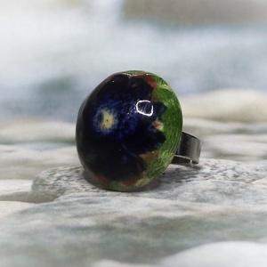 Zöld mező kék virága kerámia gyűrű - ékszer - gyűrű - szoliter gyűrű - Meska.hu