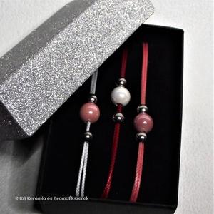 2+1 AKCIÓ! Rózsaszín-fehér SzínVarázs kerámia gyöngyös karkötők elegáns ajándék díszdobozban, Ékszer, Karkötő, Karkötő medállal, Ékszerkészítés, Kerámia, Egy kis varázslat a színekkel.\nJÁTÉKOS – BOHÓKÁS – SZERETNI VALÓ kiegészítők mindennapi és alkalmi ö..., Meska