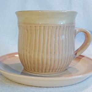 Bordás teás csésze alátéttel - púder rózsaszín, Otthon & Lakás, Konyhafelszerelés, Bögre & Csésze, Kerámia, Kézbe simuló, a téli esték forró teáihoz illik ez az az általam megálmodott, fehér agyagból kézzel k..., Meska