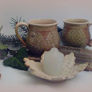 bögrék karácsonyi pöttyös, Konyhafelszerelés, Otthon & lakás, Bögre, csésze, Dekoráció, Ünnepi dekoráció, Kerámia, Karácsonyi pöttyös tejeskávés vagy teás bögrék sütitálcán hópehely mécsestartóval. gyertyatartóval, ..., Meska