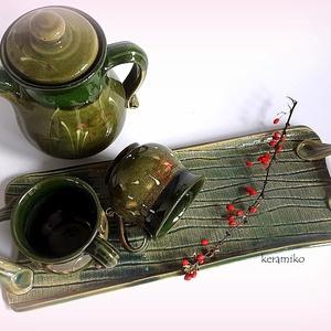 Kávés bögrék párban, Otthon & lakás, Konyhafelszerelés, Bögre, csésze, Tálca, Kancsó , Kerámia, Korongolt kávés bögrék, kancsóval egy süti tálcával, vagy tárolásra alkalmas két füllel.\nMindez egy ..., Meska