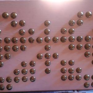 Rózsaszín pillangó, Falra akasztható dekor, Dekoráció, Otthon & Lakás, Mindenmás, 30x15 cm-es tömbösített fenyő alapra (18 mm vastag) készült, bronzos arany szegekkel az egyedi terve..., Meska