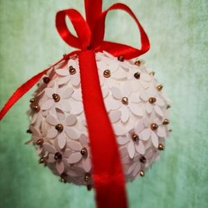 Virágokkal, gyöngyökkel díszített karácsonyi gömböcskék , Karácsony, Karácsonyi lakásdekoráció, Karácsonyfadíszek, Papírművészet, Meska