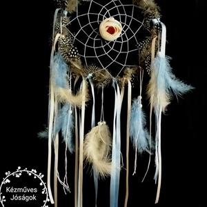 Álmodozó csupa tollas rózsás különleges nagyméretű álomfogó, Otthon & lakás, Dekoráció, Lakberendezés, Egyéb, Csomózás, Mindenmás, Az álomfogó más néven álomcsapda (ojibwe nyelven: asabikeshiinh vagy bawaajige nagwaagan) az észak-a..., Meska