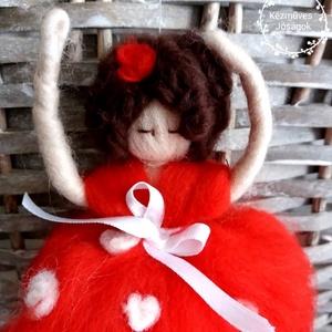 Derű fogó Waldorf Nemez tündér balerina baba, Gyerek & játék, Játék, Baba, babaház, Otthon & lakás, Dekoráció, Lakberendezés, Nemezelés, Merinói fésült gyapjúból készültek, tűnemezeléssel ezek a pille könnyű nemez tündérkék-lógó lábú bab..., Meska